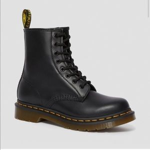 Women's 1460 Smooth Dr Marten boots